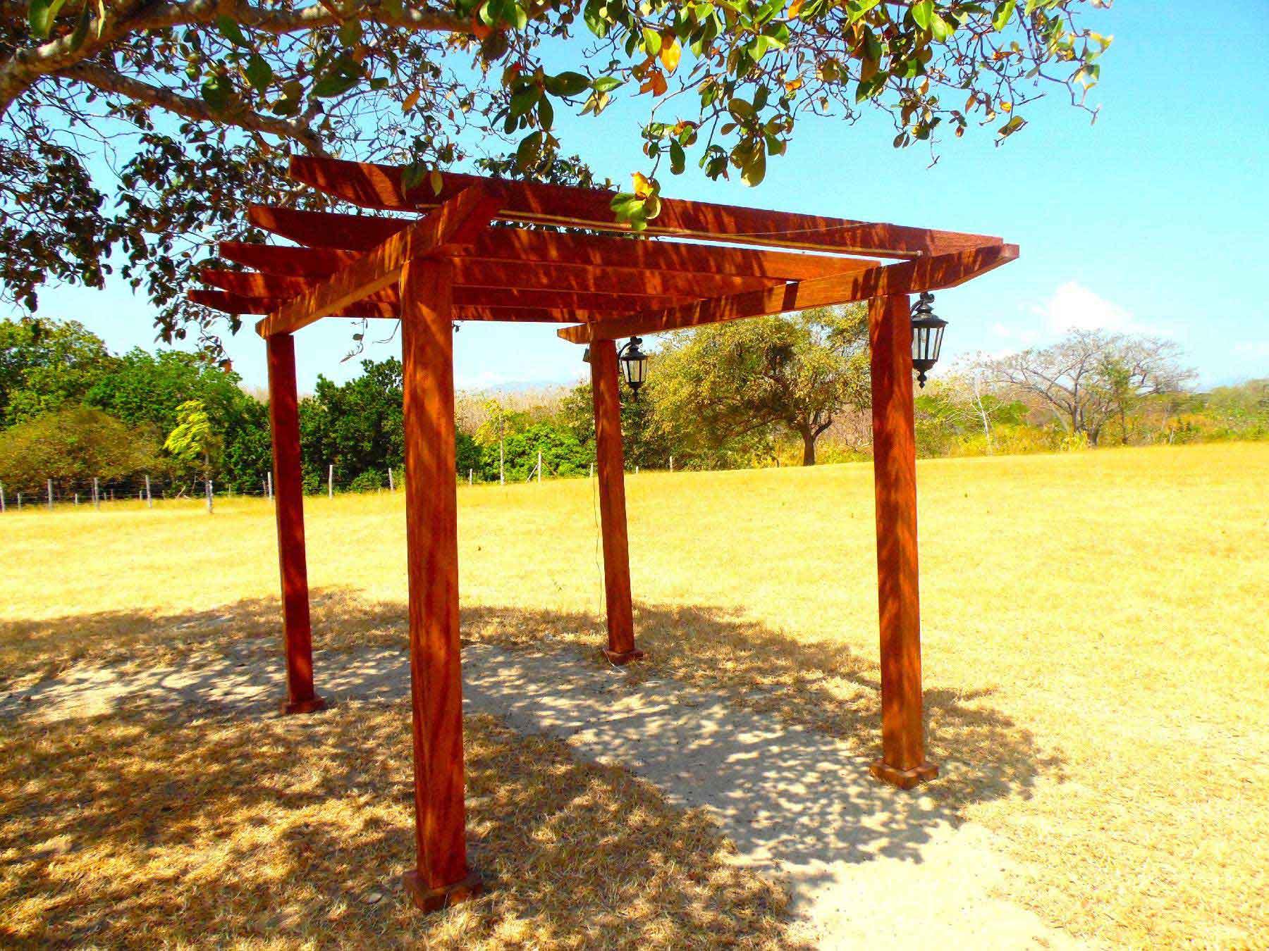 shaded walkway,wooden passageway,wood pergola,pergola panama,wood in your terraza